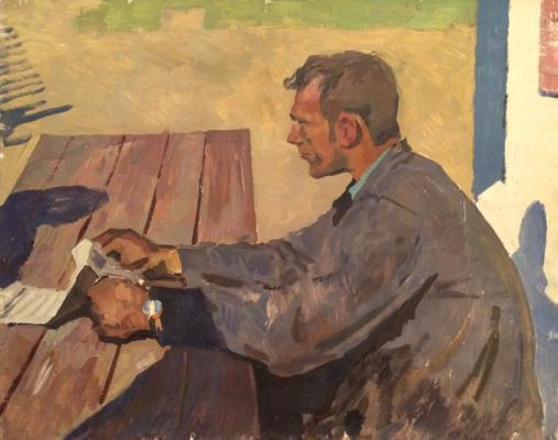 Титов Анатолий Михайлович. Читает газету